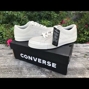 Awesome off white lace up Converse with stars.
